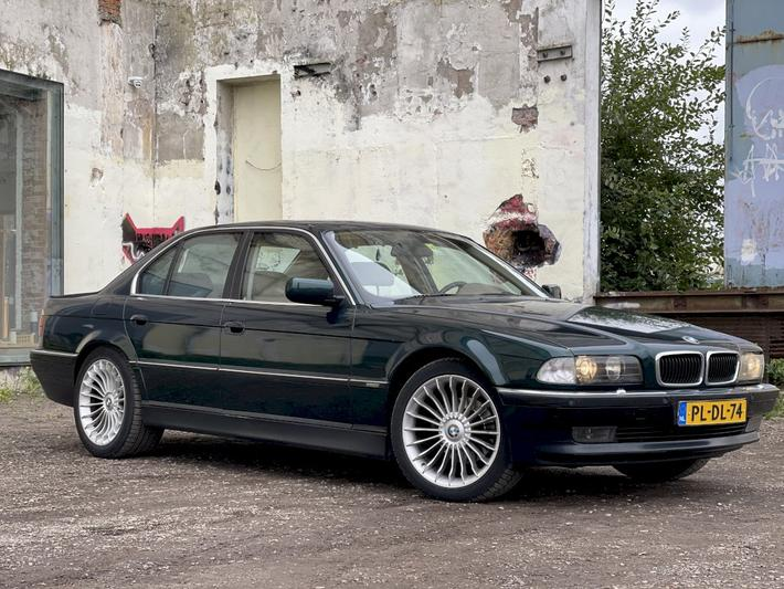 BMW 735i Executive (1996)