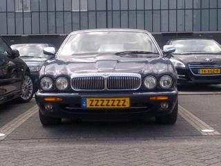 Daimler Super V8 LWB (1999)