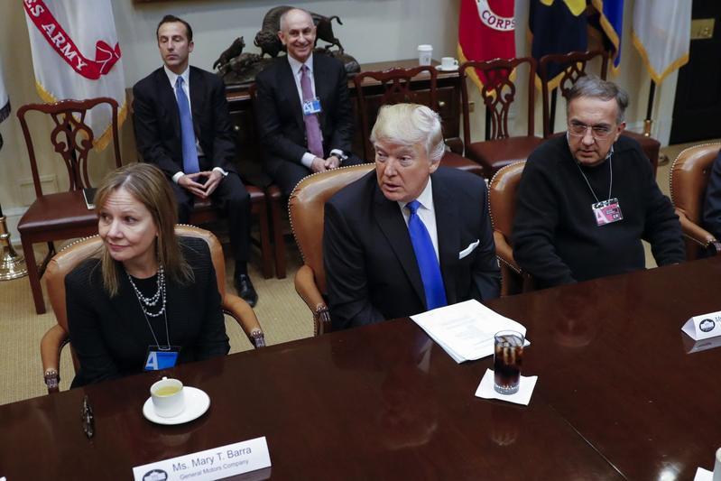 'Trump: vijf nieuwe autofabrieken in VS'
