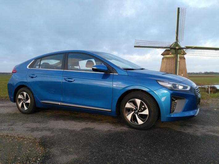 Hyundai Ioniq Hybrid First Edition (2016) #2