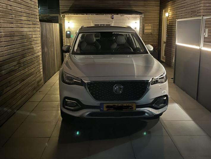 MG EHS Luxury (2021)