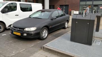 Opel Omega 2.0i-16V Sport (1998)