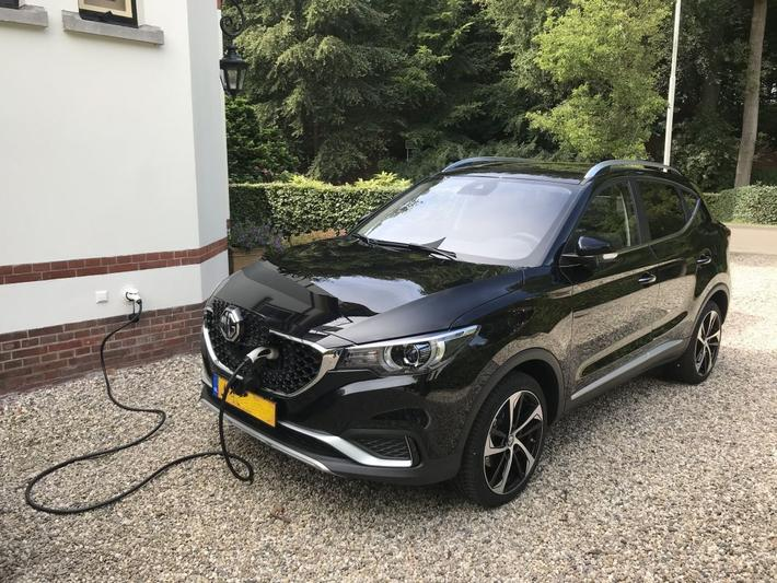 MG ZS EV Luxury (2020)