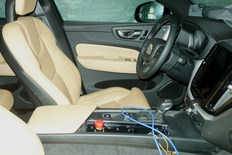 In beeld interieur volvo xc60 autonieuws for Volvo xc60 interieur