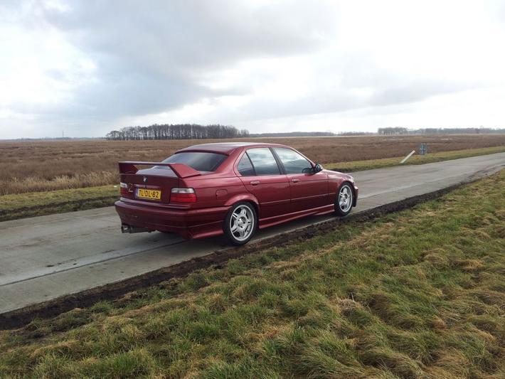 BMW 325i (1992)