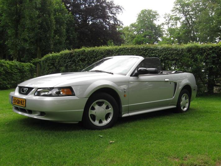 Ford Mustang Convertible V6 (2001)