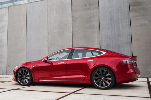 'Tesla Model S verpulvert ringrecord Porsche Taycan'