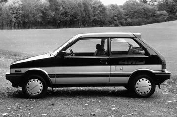 Het dak van de eerste Subaru Justy - De Vluchtstrook