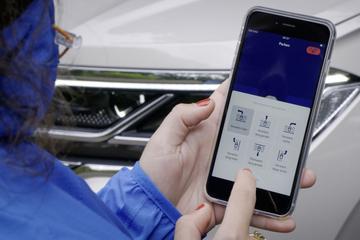 Volkswagen Touareg leert op afstand inparkeren