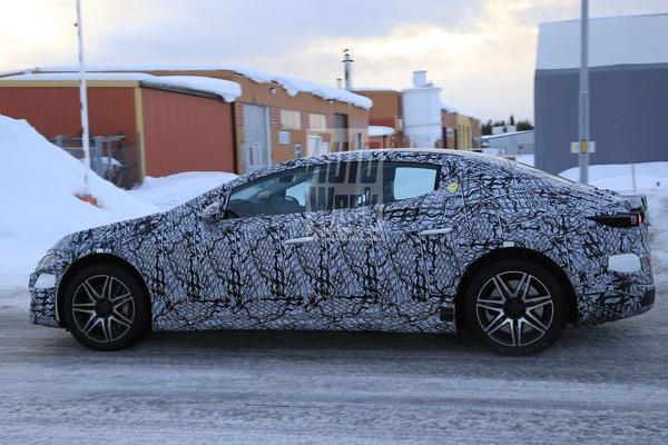 Mercedes-Benz EQE Spionage