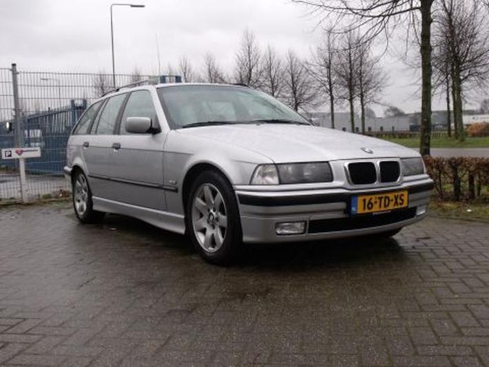 BMW 323i touring Executive (1998)