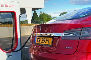 Fastned en Tesla openen grootste snellaadstation Duitsland