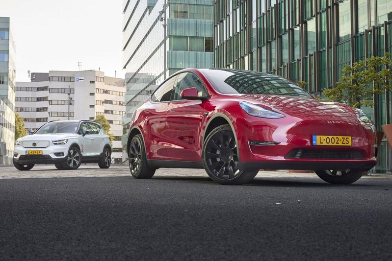 Tesla Model Y vs. Volvo XC40 - Dubbeltest