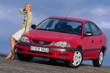 Toyota Avensis (2000) - Facelift Friday
