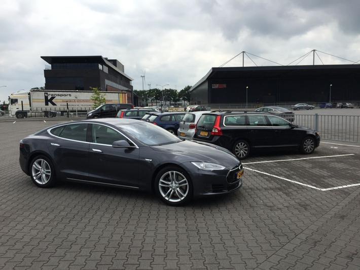 Tesla Model S 70D (2015)