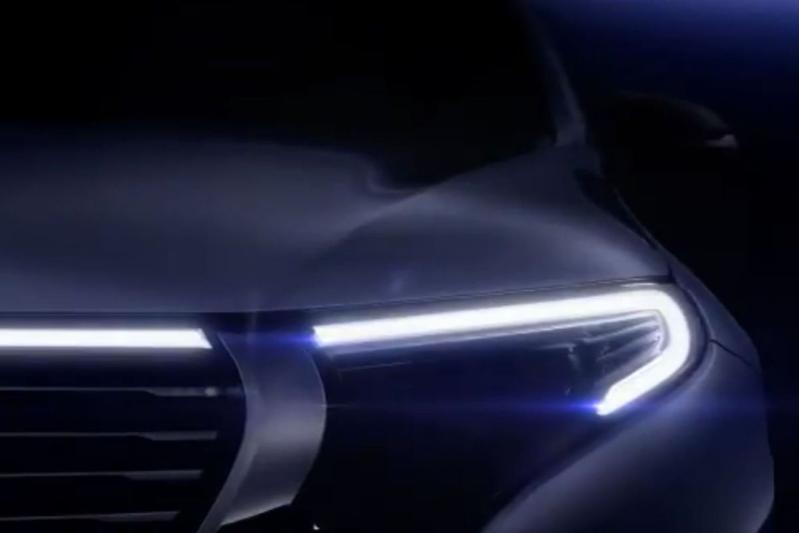 Mercedes-Benz toont stukje EQ C