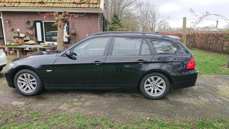BMW 318i Touring (2008)