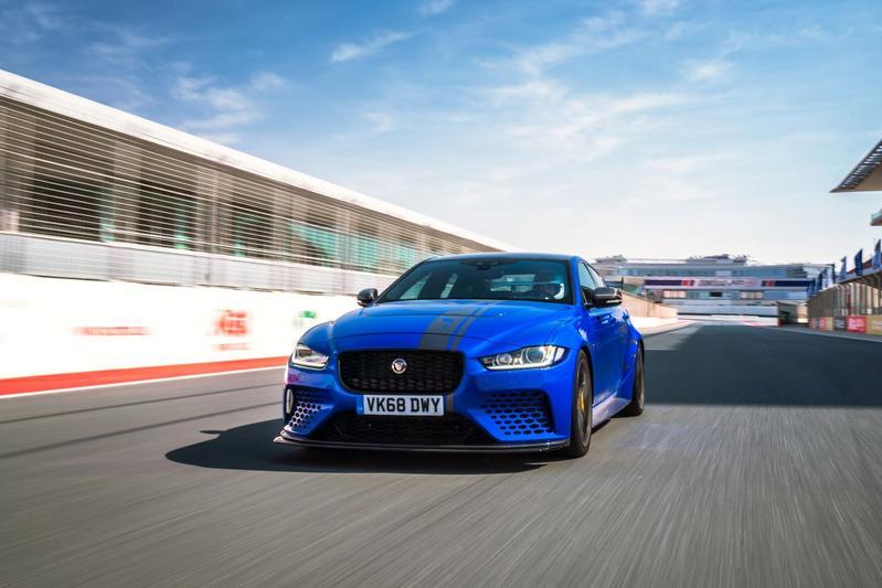 Jaguar XE Project 8 ronderecord GP Autodrome Dubai