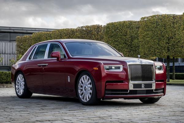 Rolls-Royce viert jubileum in het rood