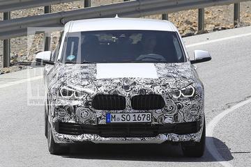 BMW X2 schemert door camouflagepak heen