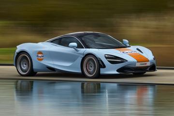 McLaren 720S in Gulf-jasje gestoken