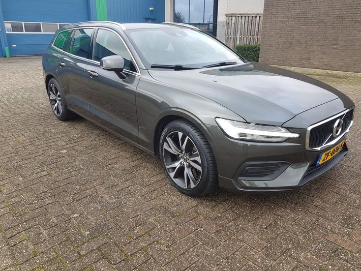 Volvo V60 T5 Momentum (2019)