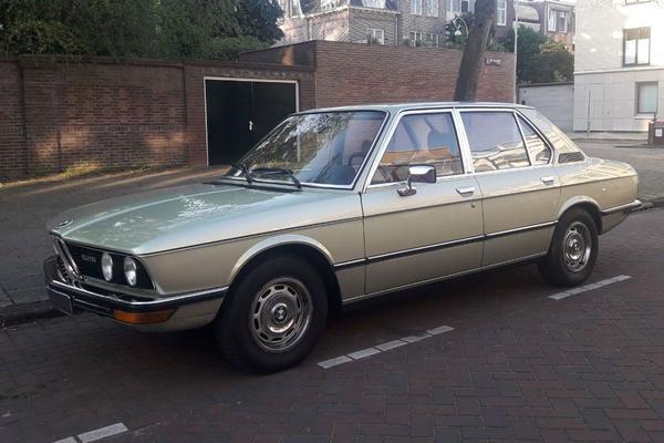 In het wild: BMW 5-serie (E12)