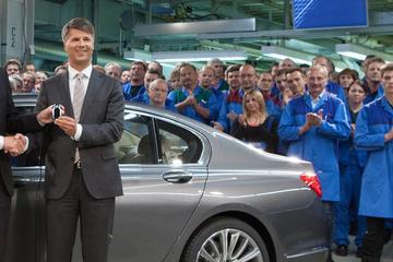BMW-topman valt flauw op IAA-podium