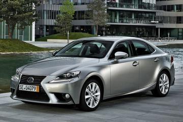 Lexus IS 300h (2015)