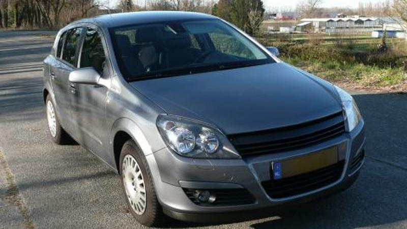 Opel Astra 1.8 Cosmo (2005)