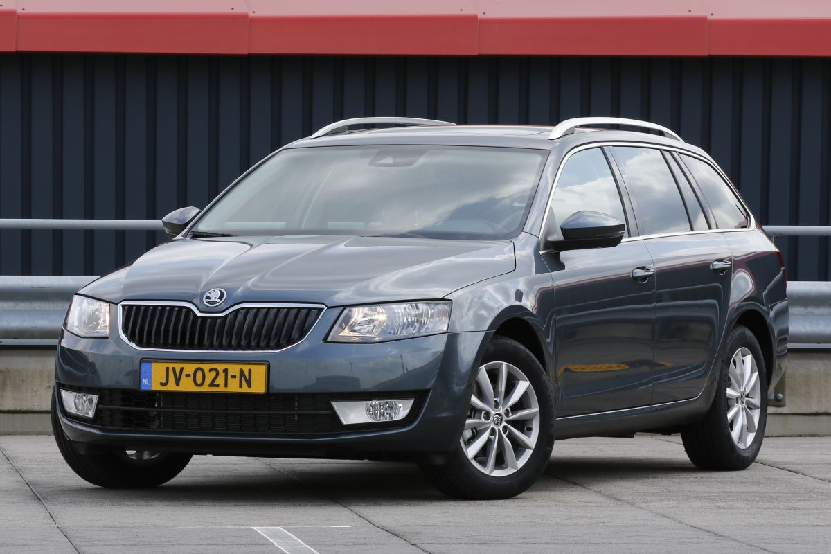 skoda octavia combi 1 0 tsi eerste rijtest. Black Bedroom Furniture Sets. Home Design Ideas