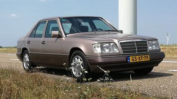 Mercedes-Benz E 220 (1993)