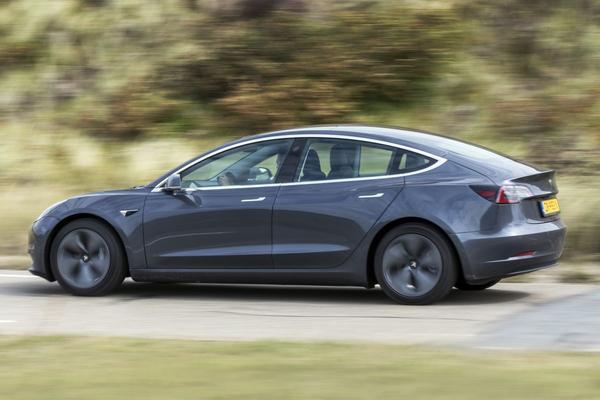 Tesla stapt in verzekeringen