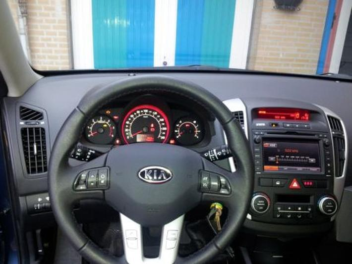 Kia Ceed Sporty Wagon 1.6 CRDi 128 Super Pack (2011)