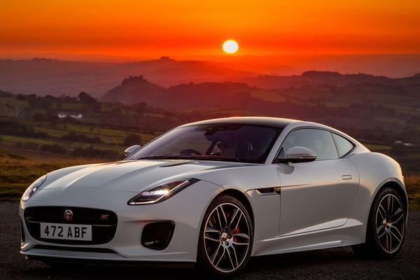 Jaguar viert feest F-Type Checkered Flag