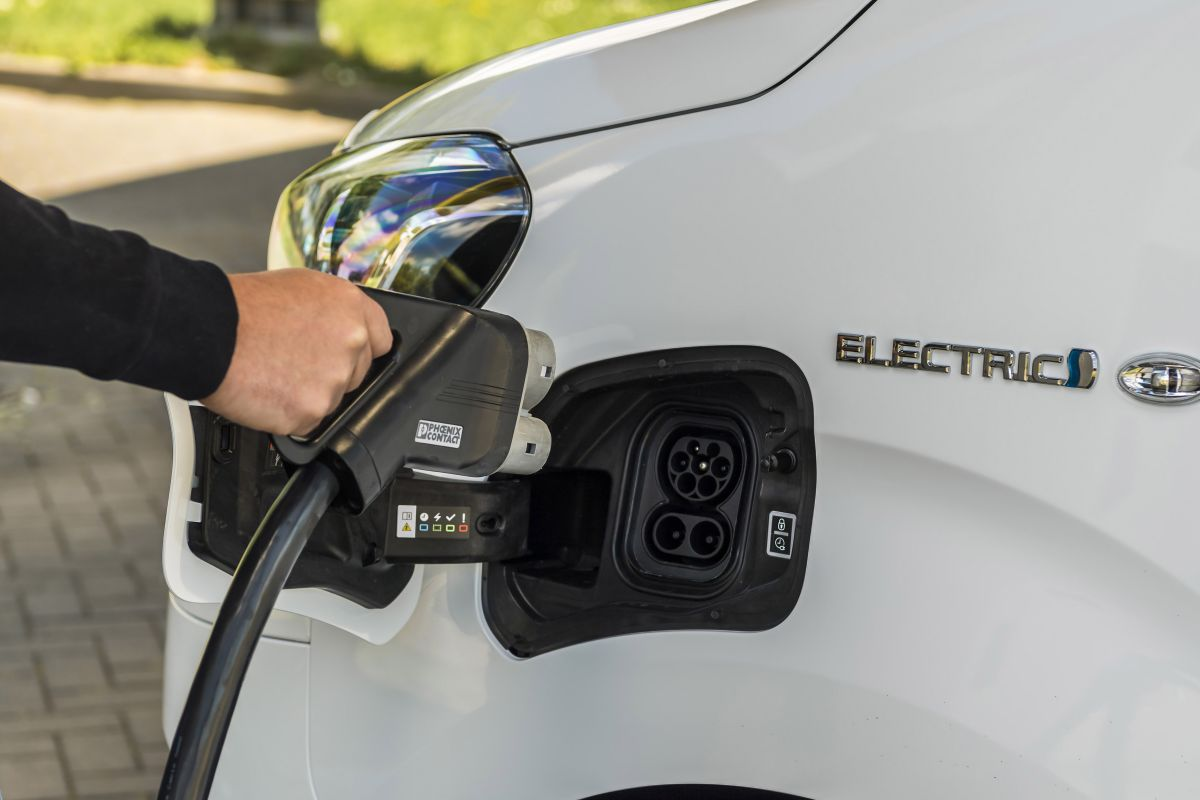 Toyota Proace Electric Fastned