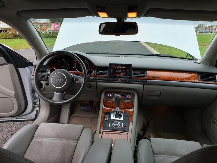 Audi A8 4.2 quattro Pro Line (2003)