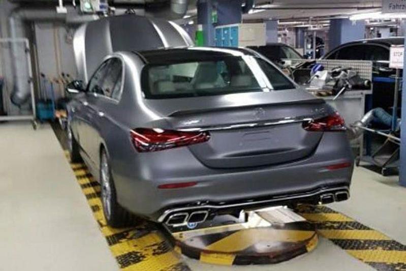Mercedes-Benz E-klasse gelekt