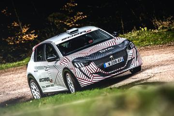 Nieuwe Peugeot 208 in modderpak