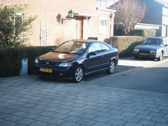 Opel Astra Coupé 2.2i-16V (2001)