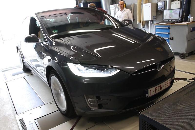 Tesla Model X 90D - Op de Rollenbank