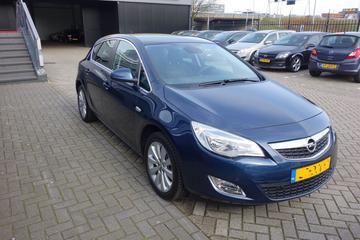 Opel Astra 1.4 Turbo 140pk Cosmo (2011)