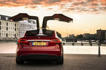 Tesla scherpt prijzen aan