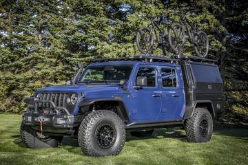 Jeep Gladiator met gesloten opbouw