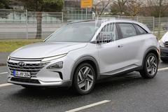 Hyundai 'FCEV' waagt zich buiten de deur
