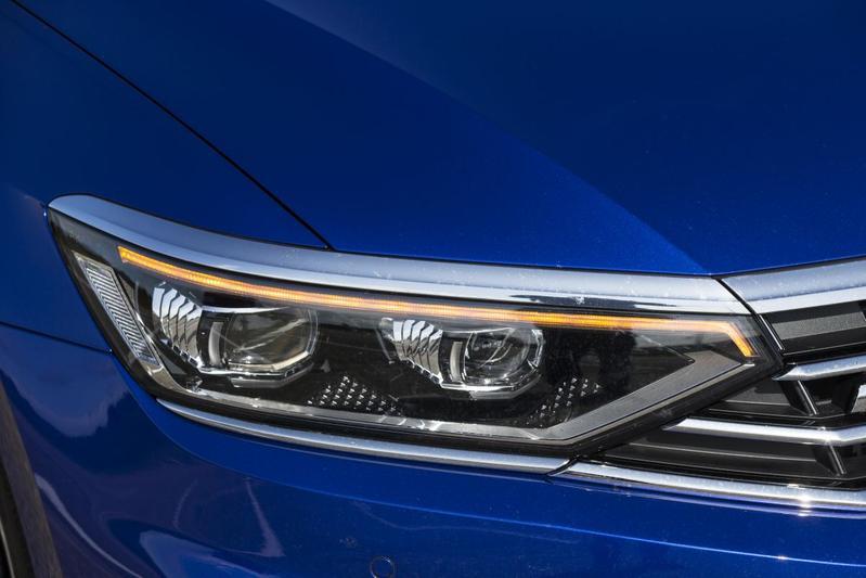Volkswagen Passat Variant knipperlicht blauw 2020