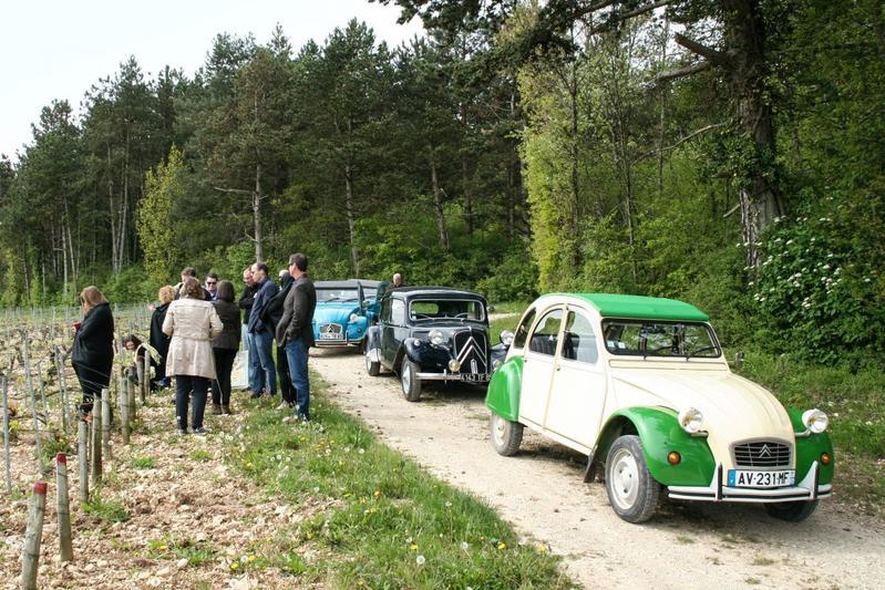 Wijnproeven in een Citroën 2CV