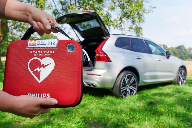 Volvo XC90 AED hartstilstand hulp SOS 112