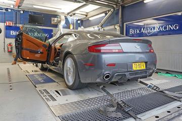 Aston Martin V8 Vantage Performance Upgrade - Op de Rollenbank