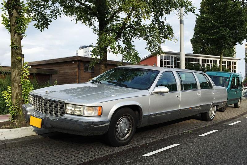 In het wild: Cadillac Fleetwood Limousine (1995)